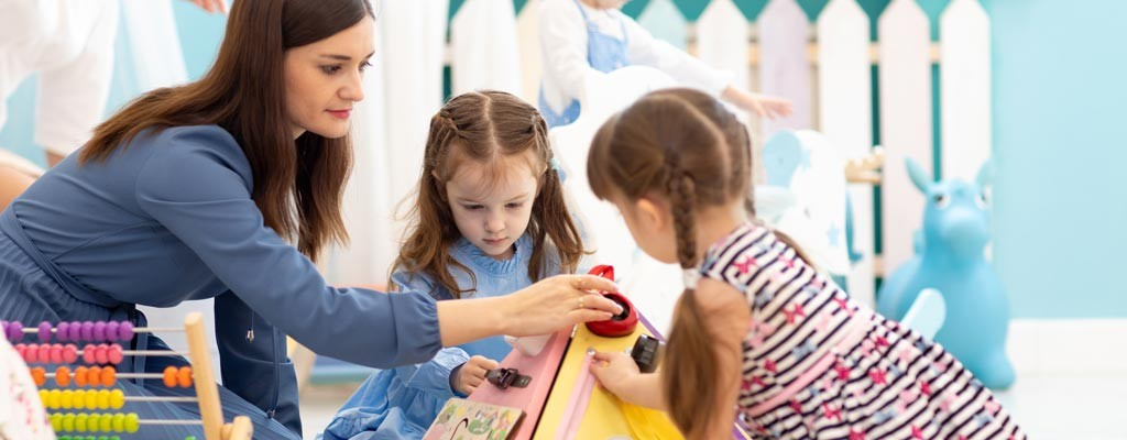 Pannelli interattivi per bambini: dal metodo Montessori ai giorni nostri